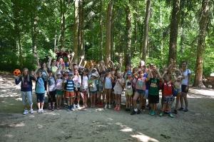 grupa tečaja na Stinjaki 2017. u šumi
